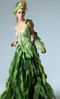 Papier Couture by Lia Griffith / Paper Dress Paper Fashion, Floral Fashion, Fashion Art, Fashion Show, Fashion Dresses, High Fashion, Wedding Dress 2013, Wedding Dresses, Costume Carnaval