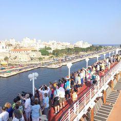 Les croisières d'aide aux populations défavorisées Fathom à découvrir chez Seagnature   Ya llegamos a Cuba! // We arrived to Cuba! #traveldeep by fathomtravel https://www.instagram.com/p/BE5-3KJpomH/ #fathom #croisière #vacances #voyage #bateau