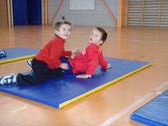 jeux d'opposition - suite - Le blog de delphine Delphine, Blog, Kids Rugs, Sports, Physical Education Activities, Gym, Hs Sports, Kid Friendly Rugs, Blogging