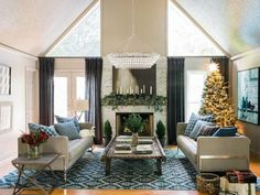 So your everyday style is distinctly modern but you love lots of holiday decorations. What do you do? Keep these design tips in mind to create a holidaylook that's simple and clean, yet warm and inviting.