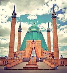Mashkhur Jusup Central Mosque in Pavlodar, Kazakhstan Mosque Architecture, Religious Architecture, Beautiful Architecture, Art And Architecture, Beautiful Mosques, Beautiful Places, Central Mosque, Astana Kazakhstan, Mekka