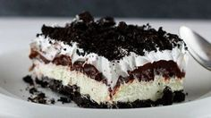 Oreo is one of the best flavors, and turning it into a no bake dessert with chocolate pudding is genius! This Oreo Delight recipe is a must-try. Greek Sweets, Greek Desserts, Easy Desserts, Dessert Recipes, Chocolate Pudding Cake, Chocolate Sweets, Oreo Delight, Food Network Recipes, Sweet Recipes