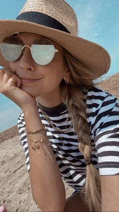Zoe Sugg, Zoella, Role Models, My Best Friend, Gold Jewelry, Mirrored Sunglasses, I Am Awesome, Pure Products, Accessories
