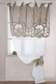 Window Treatment Ideas - Trying to find home window therapy suggestions? Have a look at this concept gallery of shutters, blinds, tones, and more. All the home window covering suggestions in one area. Rideaux Shabby Chic, Cortinas Shabby Chic, Shabby Chic Curtains, Curtains With Blinds, Drapes Curtains, Valances, Drapery, Decoration Shabby, Shabby Chic Decor
