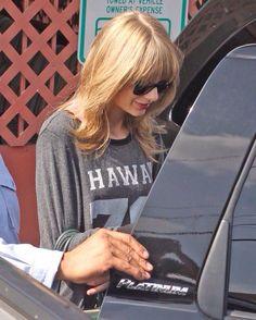 Taylor Swift leaving a studio in Studio City, October 3, 2013.