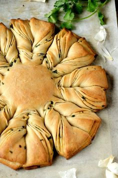 Garlic Coriander Flower Bread/Flower Shaped Garlic Coriander Bread