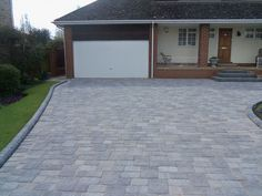 45 Inspiring Paving Stone Driveway Your Home Look Beautiful Block Paving Driveway, Stone Driveway, Driveway Design, Driveway Landscaping, Modern Landscaping, Driveway Ideas, Landscaping Ideas, Outdoor Patio Pavers, Driveway Installation
