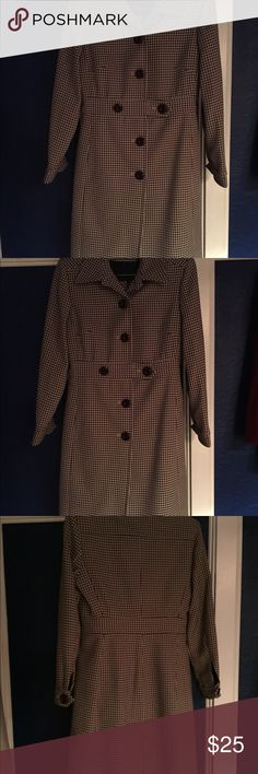 Larry Levine suit coat jacket skirt. Brown Larry Levine skirt jacket coat suit. Size 6. Brown and cream hounds tooth. Excellent condition. Form fitting classy. Larry Levine Dresses