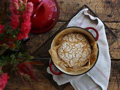 Petite Kitchen's crusty artisan Dutch oven bread - Eleanor Ozich of Petite Kitchen shares her recipe for no-knead bread Kitchen Recipes, Raw Food Recipes, Baking Recipes, Loaf Recipes, Vegan Food, Spelt Bread, Spelt Flour, Petite Kitchen, Dutch Oven Bread