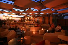Café Arabe in the Marrakech Medina is part café and part restaurant. Café Arabe with a cool rooftop terrace is a stylish, trendy place to eat. Marrakech, Cool Restaurant, Restaurant Design, Restaurant Ideas, Bali, Best Rooftop Bars, Sky Bar, Café Bar, Cool Bars