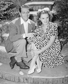 A photo of Judy Garland with her first husband, David Rose. Old Hollywood Glamour, Classic Hollywood, Hollywood Divas, Hollywood Couples, Hollywood Stars, Judy Garland Husband, David Rose, Actor John, Couples
