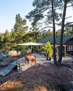 Boliggalleri: Vintagehjem i den svenske skov Pierre Jeanneret, Scandinavian Garden, Summer Cabins, Suburban House, Little Cabin, Passive House, Swedish House, Garden Seating, Swedish Design