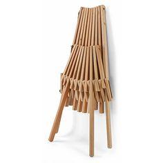 Man nehme: eine Anzahl massiver Lärchenholz-Leisten und drei starke Seile aus Hanf. Und füge daraus zusammen: diesen... - Faltsessel Lärchenholz