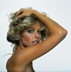 """Farrah Fawcett, americana,  iniciou a carreira como modelo e se tornou um dos maiores símbolos sexuais da década de 70, quando estrelou com sucesso a série """"As Panteras"""" (Charlie's Angels)."""