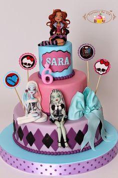 Tort cu Monster High pentru Sara