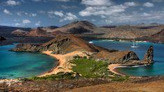 ISLAS GALÁPAGOS Ubicación: Ecuador (Océano Pacífico) Trece grandes islas volcánicas, seis islas más pequeñas y 107 rocas e islotes, distribuidas alrededor de la línea del ecuador terrestre. Galápagos te enamorará. Gracias a su extraordinario amanecer y a sus especies marinas únicas, caerás en el embrujo de estas islas. Crédito de la imagen: THINKSTOCK
