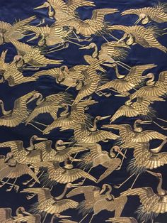 Silk fukusa (gift cover) embroidered with a flight of cranes, Japan, Edo period Yorke Antique Textiles Japanese Embroidery, Embroidery Art, Embroidery Designs, Embroidery Stitches, Machine Embroidery, Art Deco, Art Asiatique, Japanese Art, Japanese Crane