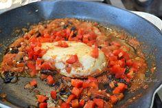 Pollo con ciruelas pasas en skillet Le Creuset. Por Madeleine Cocina