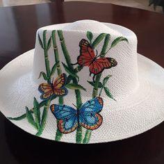De mi coleccion de mariposas ,pintado a mano Painted Hats, Fabric Paint Designs, Hat Decoration, Diy Hat, Summer Accessories, Fabric Painting, Sun Hats, Caps Hats, Fascinator