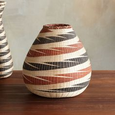HANDWOVEN WIDE NYANZA BASKETS: Rural women in Rwanda have turned their handicraft into a trade, creating these meticulously hand-woven baskets, and in. Weaving Art, Hand Weaving, African Home Decor, Basket Weaving, Woven Baskets, Unique Clothes For Women, African Design, African Art, African Fabric