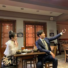 """most public secret office romance in history🤫"" Jin Goo, Korean Couple, Series Movies, Tv Series, Korean Actors, Korean Actresses, Korean Dramas, Reaction Pictures, Actors & Actresses"