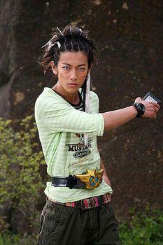 佐藤健  Takeru Satoh as Sieg in Kamen Rider Den-o.