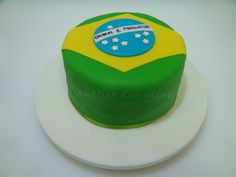 Bolo com a bandeira do Brasil para a copa do mundo. Cake with Brazil's flag for the Word Cup. Word Cup, Brazil Flag, Cakes For Boys, Themed Cakes, Cupcakes, Soccer, Zip Code, Desserts, Grooms