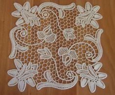 This Pin was discovered by Bah Freeform Crochet, Irish Crochet, Crochet Motif, Crochet Lace, Doily Patterns, Macrame Patterns, Needle Lace, Bobbin Lace, Lace Beadwork
