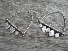 Sterling silver artisan flip flop earrings by LisaColbyMetalsmith Silver Jewelry Box, Wire Jewelry, Sterling Silver Jewelry, Silver Earrings, Jewelery, Silver Ring, Drop Earrings, Earrings Handmade, Handmade Jewelry