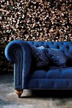 RL Home Collection This classic English Chesterfield Tufted Sofa offers an air of causal grandeur in richly hued denim. The walnut-framed chesterfield sofa features a continuous rolled back, nine. Sofa Design, Wall Design, House Design, Capitone Sofa, Chesterfield Sofas, Tufted Couch, Suede Couch, Blue Velvet Sofa, Antique Furniture
