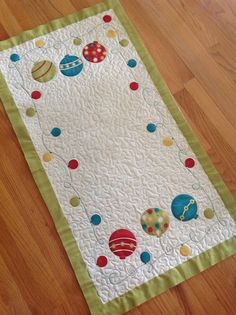 Christmas runner by Andrea_R, via Flickr - #moda Just did a meader / stipple all ove rand outlined the bulbs and the loopy string. (cute)