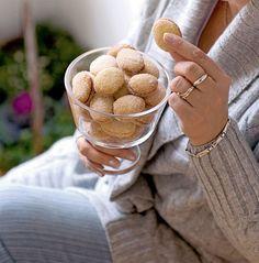 Lusikkaleivät ovat perinneleivonnaisia parhaimmillaan Donuts, Cookies, Desserts, Food, Kite, Frost Donuts, Crack Crackers, Tailgate Desserts, Beignets