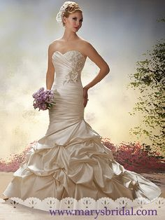 Discover the best and unique wedding Dresses from Mary's bridal collection. Choose your dream bridal wedding dresses from the wide variety of styles, fabrics, necklines, silhouettes and many more. Wedding Dresses Photos, Bridal Wedding Dresses, Wedding Bride, Wedding Ideas, Dream Wedding, Wedding 2015, Wedding Stuff, Wedding Inspiration, Bridal Gown Styles