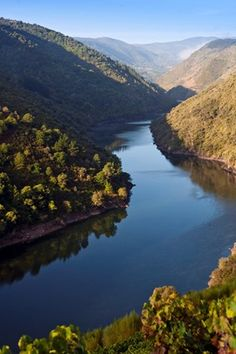 Europe, Spain, Galicia, Way of St. James (on the UNESCO World Heritage listed Santiago de Compostela pilgrimage route), the Sil river and canyon near Parada de Sil