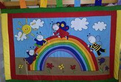 Bogyó és Babóca falvédő Berry, Felt, Kids Rugs, Sewing, Diy, Decor, Scrappy Quilts, Do It Yourself, Dekoration