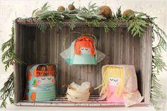Belén hecho con una caja de zapatos y 4 vasos de cartón reciclados / Bethlehem diy with a shoebox and 4 recycled cardboard glass