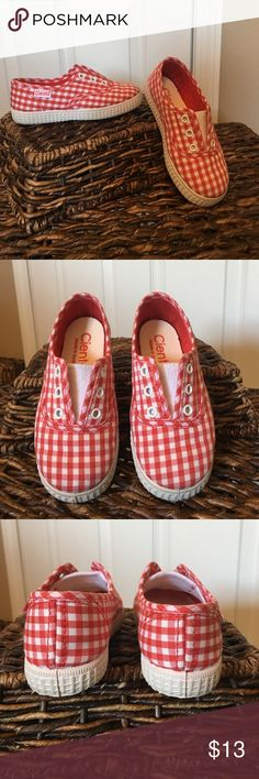 Cienta Shoes-red and white gingham Picnics and the Fourth of July await!!!!! Adorable and in excellent condition. The only marks are on the bottom of the soles. This pair is marked 25c which is equivalent to a toddlers size 8. Please check out this brand on zappos.com for sizing information. The shoes even have a fruity smell! Cienta Shoes