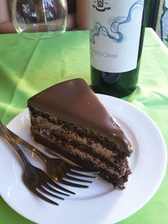 How about an intimate location to date yourself? A wine and a chocolate cake? Shrimp Pasta, Chocolate Cake, Cravings, Sweets, Wine, Desserts, Food, Cake Chocolate, Sweet Pastries