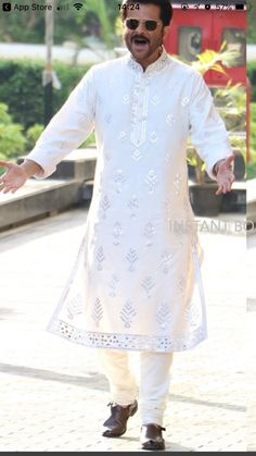 Anil Kapoor in Sonam Kapoor wedding wearing abu jani sandeep Khosla Sherwani For Men Wedding, Wedding Dresses Men Indian, Sherwani Groom, Wedding Dress Men, Indian Wedding Wear, Gents Kurta Design, Boys Kurta Design, Indian Men Fashion, Indian Bridal Fashion