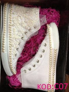 Tennis for quinceanera Wedding Sneakers, Wedding Converse, Wedding Shoes Bride, Beaded Shoes, Embellished Shoes, Quinceanera Shoes, Sneakers Fashion, Fashion Shoes, Bling Shoes