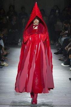 Linha A. Comme des Garçons Spring 2015. See the whole collection on Vogue.com.
