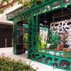 Localizadas nos principais shoppings de Recife e Goiânia, as sedes das novas pop-up stores da Louis Vuitton no Brasil remetem à cultura popular brasileira. As lojas ficarão abertas simultaneamente de agosto a dezembro.