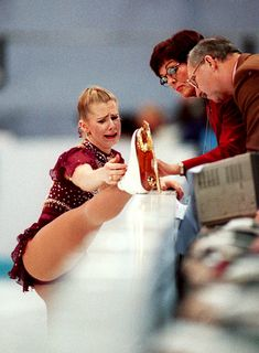 Tonya Harding Would Like Her Apology Now - January A teary Ms. Harding appealing to judges at the 1994 Lillehammer Olympics to skate her whole routine again because her boot lace broke. Ice Skating, Figure Skating, Blond, Nancy Kerrigan, Skater Look, Tonya Harding, Film Aesthetic, Sports Stars, Winter Olympics