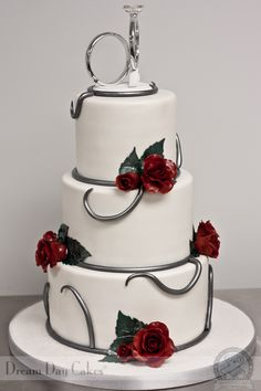 Wedding Cakes - please attain this eye pleasing recommendations, pin ref 1701553511 here. Wedding Cake Images, Wedding Cake Roses, Amazing Wedding Cakes, Amazing Cakes, Wedding Photos, Fancy Cakes, Cute Cakes, Metallic Cake, Biscuits