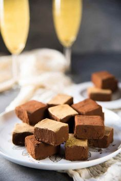 Chocolate Champagne Truffles - melt in your mouth soft, velvety, decadent, fruity truffles that is easy and less messy to make. Dusted with cocoa powder and gold luster dust. Perfect for celebrations. Gold Luster Dust, Champagne Truffles, Chocolate Truffles, Prosecco, Fudge, Cocoa, Food And Drink, Celebrations, Desserts