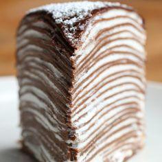 Este bolo crepe de chocolate vai te hipnotizar