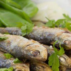 Bucătăria portugheză este o îmbinare între bucătăria europeană şi cea arabă. Predomină preparatele de peşte, fructe de mare, felurile de carne şi de legume.