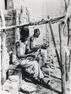 Africa | Weavers in Bamako, Soudan Français (Mali). | Photographer Pierre Verger.  ca. 1930s - 1960.