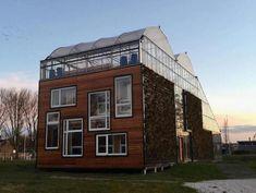 """Familia holandesa vive en """"casa-invernadero"""" produciendo sus propios alimentos"""