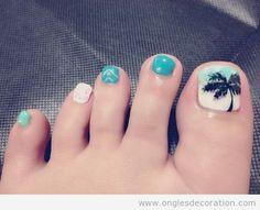 Dessin sur les ongles des pieds pour l'été